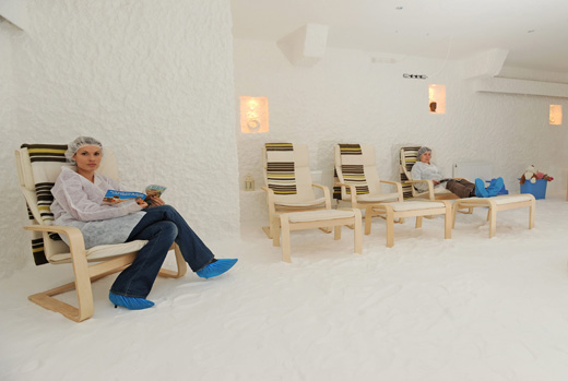 patients can read during salt therapy